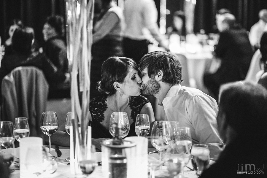 guests kissing on the wedding - photography by mmwstudio warwickshire