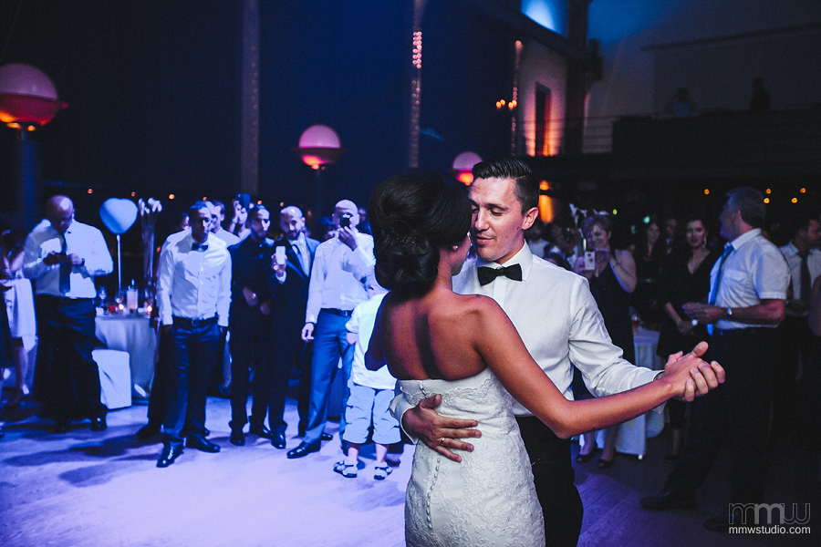 first dance wedding reportage candid picture