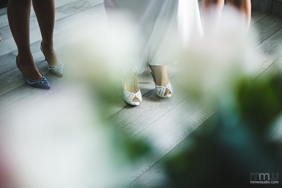 brides shoes, best wedding photography 2014
