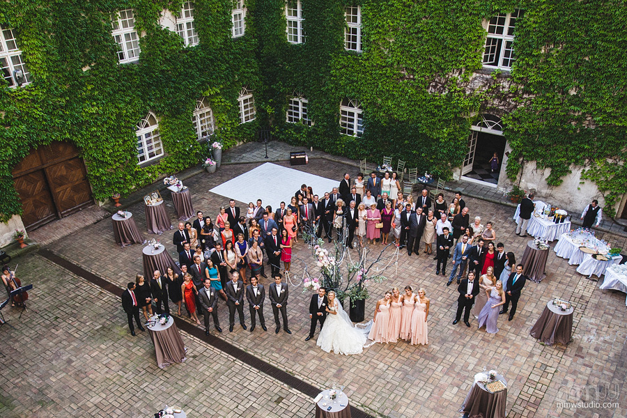 group wedding photography at Rydzyna castle