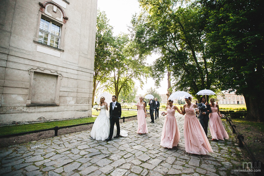 Stylish bridesmaids at rydzyna castle