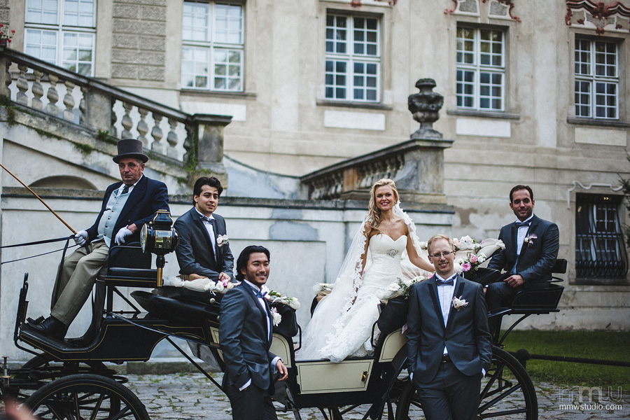 portrait with wedding carriage, wedding at Rydzyna castle