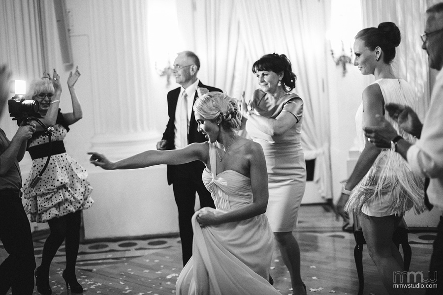 black and white, candid wedding reportage